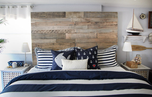 Upcycle Your Old Pallets into An Awesome Project Just in Time for the Holidays
